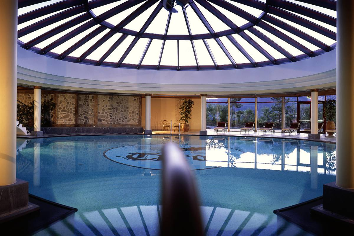 Indoor-Pool im Wellnesshotel Tyrol